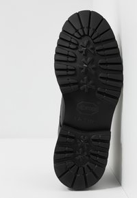 Selected Homme - SLHDANIEL CHUKKA BOOT - Šněrovací kotníkové boty - black - 4