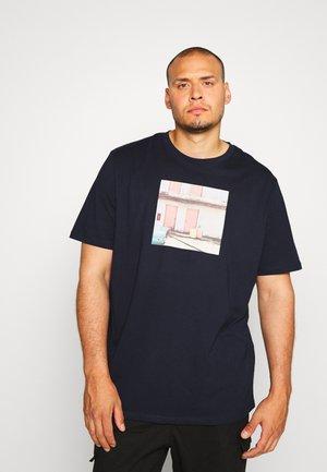 JORDYLANT TEE CREW NECK   - Camiseta estampada - navy blazer