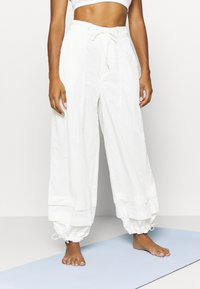 Free People - MOONPIE PANT - Trainingsbroek - white - 0