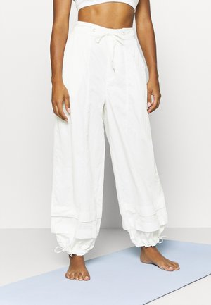 MOONPIE PANT - Tracksuit bottoms - white