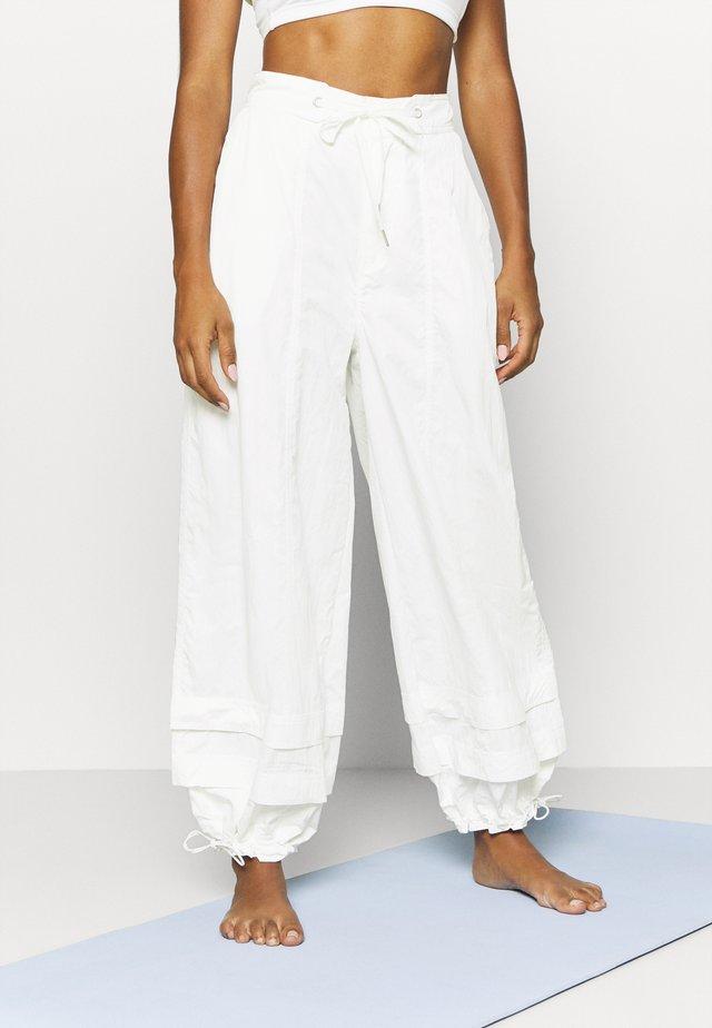MOONPIE PANT - Træningsbukser - white