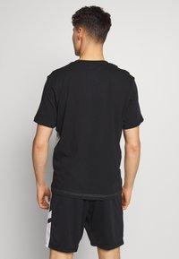Umbro - BOXED DIAMOND CUT TEE - Print T-shirt - black/grey marl - 2
