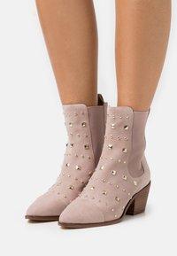 Copenhagen Shoes - BALL SPRING - Cowboy/biker ankle boot - beige - 0
