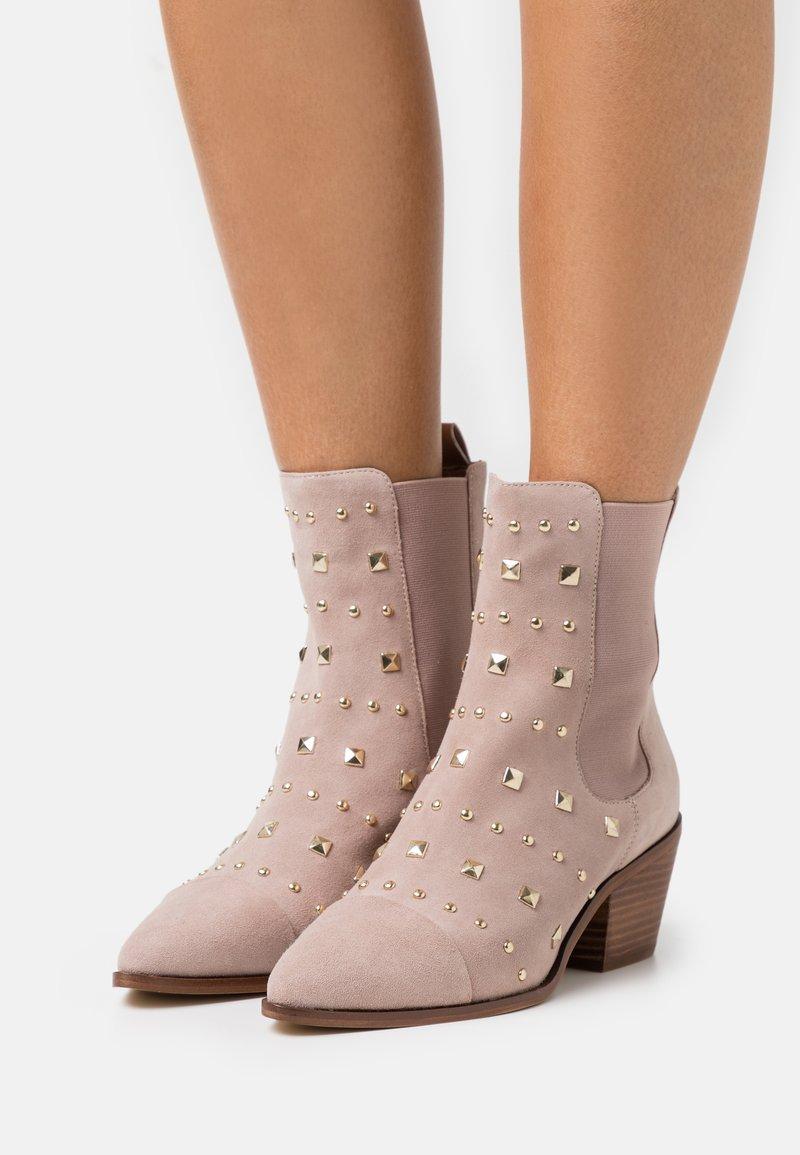 Copenhagen Shoes - BALL SPRING - Cowboy/biker ankle boot - beige