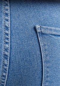 Bershka - SUPER HIGH WAIST - Jeans slim fit - blue denim - 5