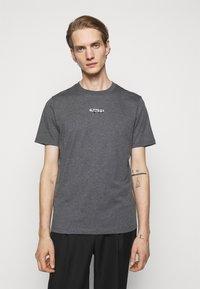 HUGO - DURNED - Print T-shirt - medium grey - 0