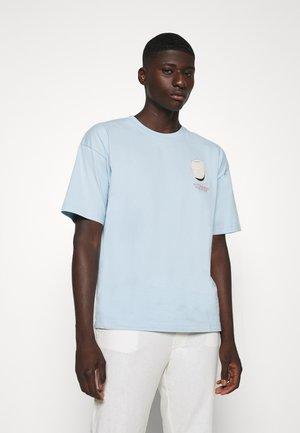 LOOSE ARTWORK TEE - T-shirt imprimé - blue