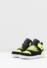 Jordan - SKY 1 - Basketball shoes - black/volt/white - 3