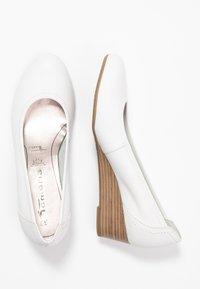 Tamaris - COURT SHOE - Sleehakken - white - 3