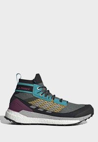 adidas Performance - FREE HIKER BOOST PRIMEKNIT HIKING SHOES - Neutral running shoes - green - 6