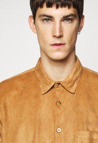 Han Kjøbenhavn - BOXY  - Shirt - brown suede - 4