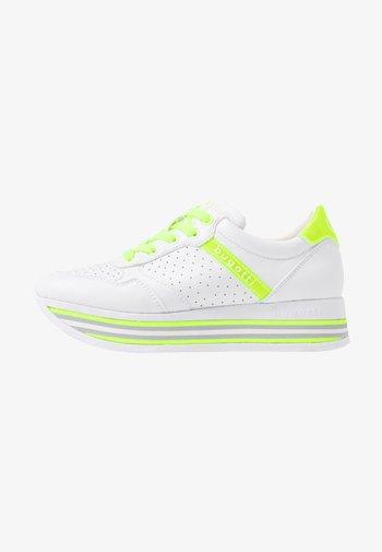 LIAN - Trainers - white / yellow