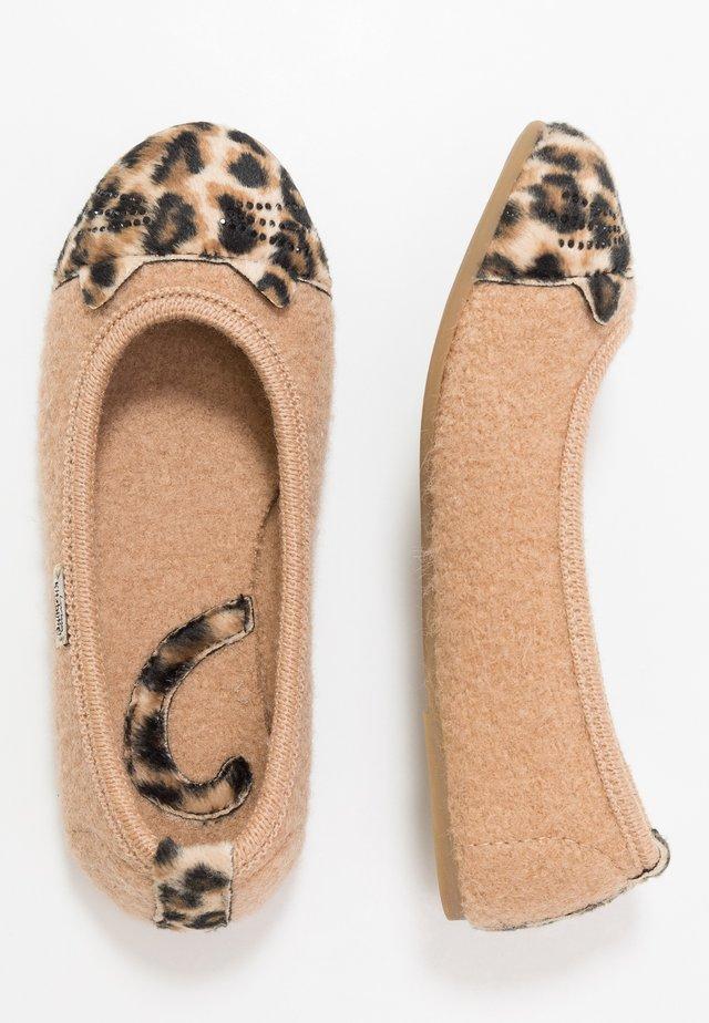 KATZENGESICHT  - Domácí obuv - camel
