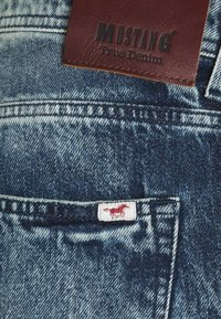 Mustang - MICHIGAN  - Džínové kraťasy - denim blue - 2