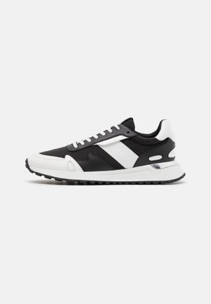 MILES TRAINER - Baskets basses - white/black