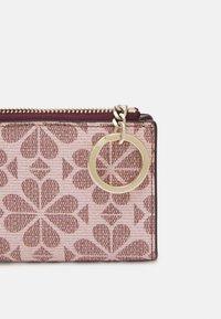 kate spade new york - SPADE FLOWER COATED KEY POUCH - Peněženka - pink multi - 3