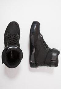 Calvin Klein Jeans - NIGEL - Sneakers high - black - 1