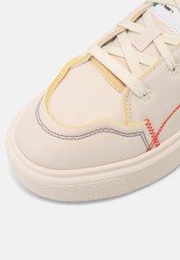 Puma - OSLO MAJA  - Zapatillas - white gum - 5