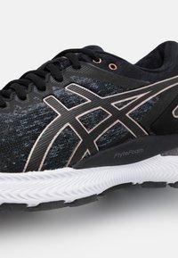 ASICS - GEL-NIMBUS 22 - Neutral running shoes - black - 5