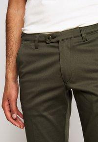 DRYKORN - KILL - Chino kalhoty - grün - 3
