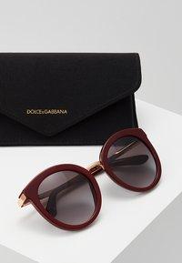 Dolce&Gabbana - Sonnenbrille - bordeaux - 2