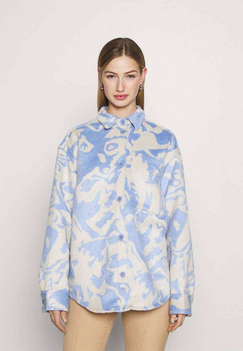 Monki - Košile - blue/white