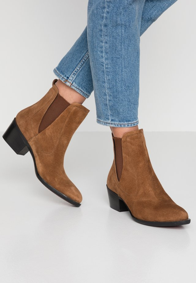 ROSANA - Classic ankle boots - toffe cognac