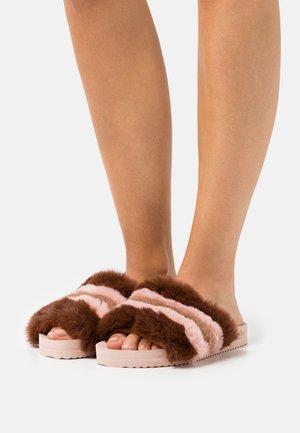 POOL LUSH - Slippers - soft earth