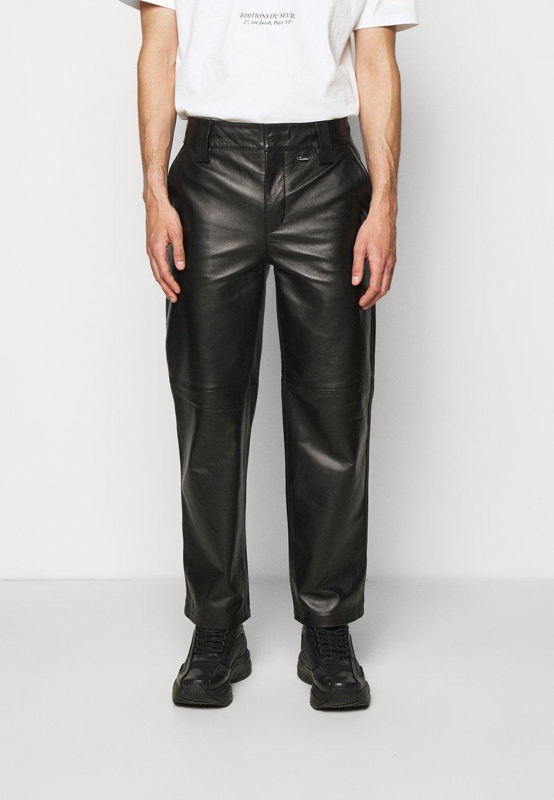 032c - WORK PANT - Kožené kalhoty - black