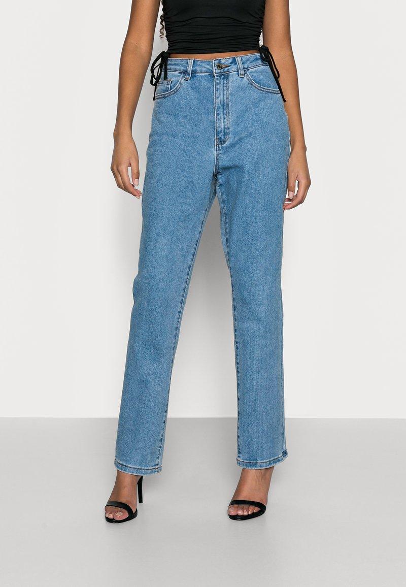 Missguided Petite - Straight leg jeans - blue