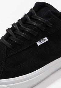 Vans - DIAMO NI - Trainers - black/true white - 5