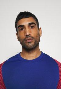 Nike Performance - DRY STRIKE - Camiseta estampada - deep royal blue/dark beetroot/white - 3