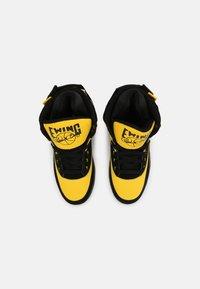 Ewing - 33 HI - Baskets montantes - black/dandelion - 3
