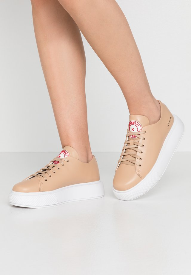 ENTOURAGE PAVEMENT X JEFFREY CAMPBELL - Sneakers laag - natural