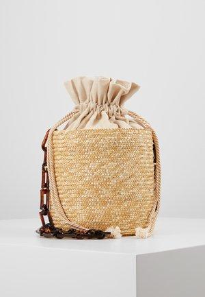 SHOULDER BASKET - Across body bag - beige
