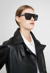 Marc Jacobs - Sunglasses - black - 2