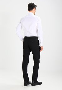 Selected Homme - SHDNEWONE PEAKLOGAN SLIM FIT - Puku - black - 4