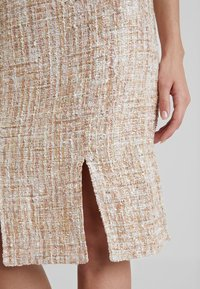 Foxiedox - QUINCY SKIRT - Pencil skirt - blush/multi - 4