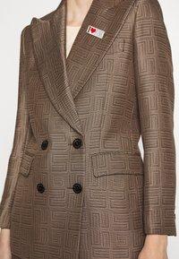 sandro - Short coat - marron/noir - 5