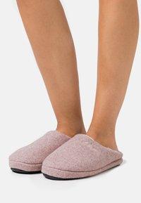 s.Oliver - SLIDES - Pantofole - rose - 0