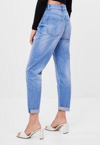 Bershka - MIT UMSCHLAG  - Jeans baggy - light blue - 2