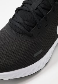 Nike Performance - REVOLUTION 5 - Juoksukenkä/neutraalit - black/white/anthracite - 5