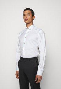 Eton - CONTEMPORARYWHITE ETON POPLIN SHIRT - Formal shirt - white poplin - 0