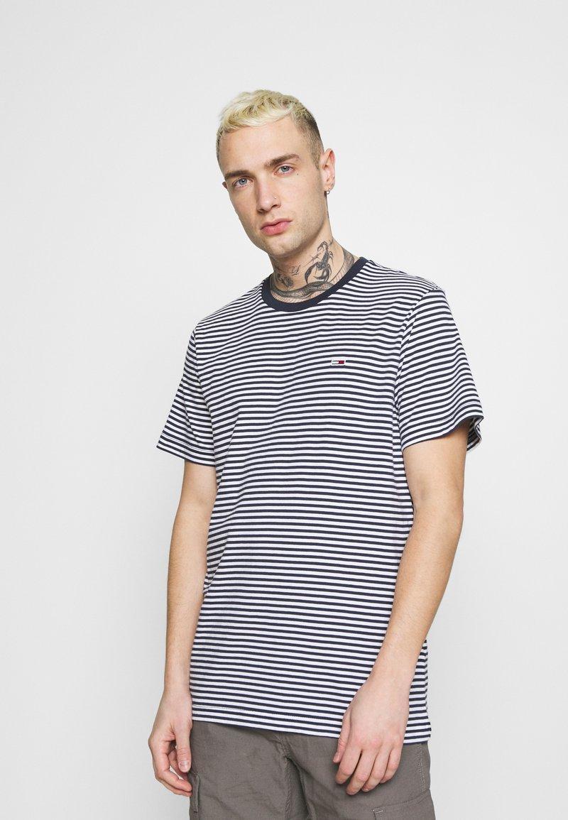 Tommy Jeans - CLASSICS STRIPE TEE - T-shirt z nadrukiem - blue