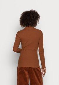 TOM TAILOR DENIM - COSY TEE - Long sleeved top - amber brown - 2