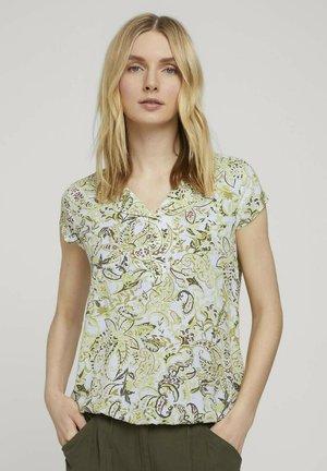 WITH FEMININE NECKLINE - Blouse - green paisley design