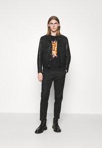 Just Cavalli - EXCLUSIVE - Print T-shirt - black - 1