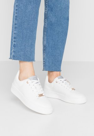 ELINE - Sneakers laag - white