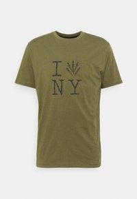 rag & bone - DAGGER NY TEE - Triko spotiskem - armygreen - 0