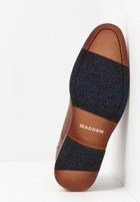 Madden by Steve Madden - Elegantní šněrovací boty - cognac - 4